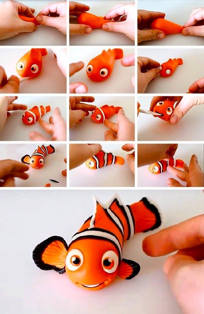 Немного фантазии и из обычного цветного пластилина мы получаем веселую рыбку