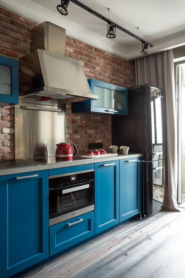 Синий цвет никогда не выйдет из моды, так как при любых обстоятельствах он всегда смотрится оригинально и стильно