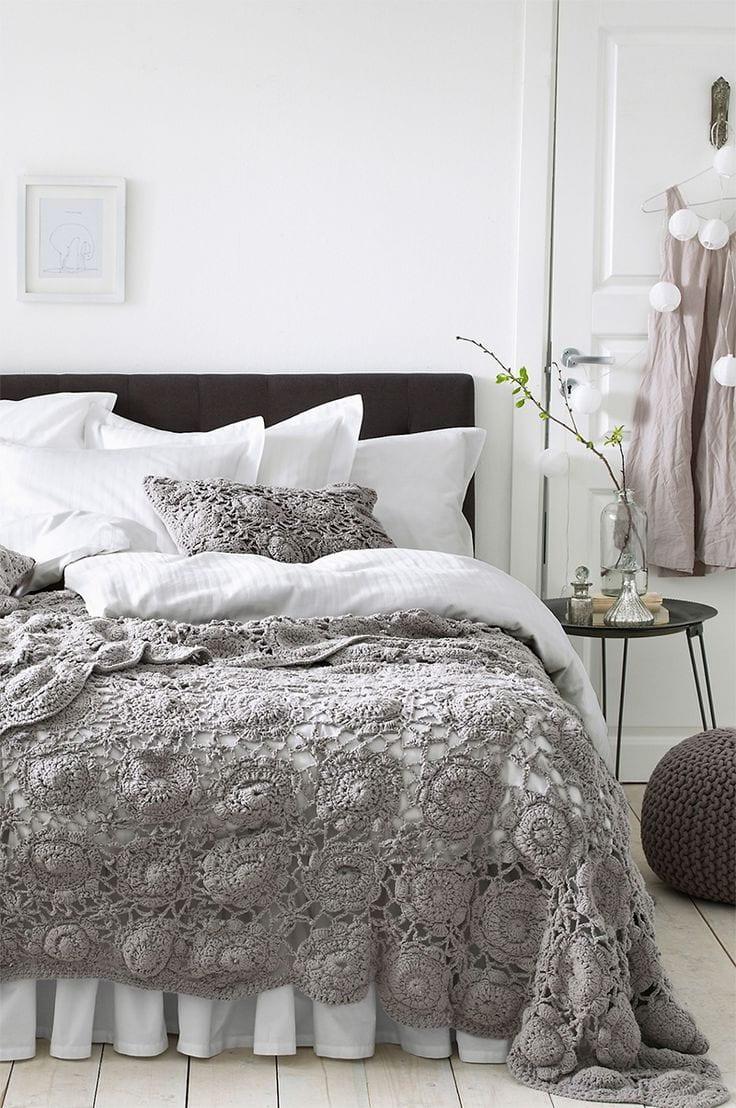 Легкий стиль прованса на фоне благородного белого цвета смотрится невероятно красиво