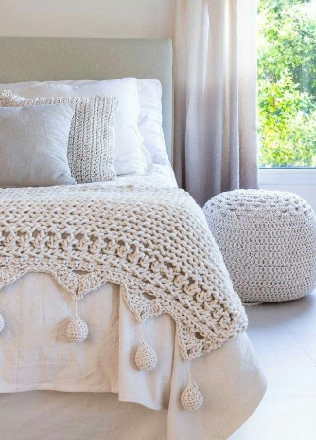 Белый цвет - идеальный выбор для спальни где уют и комфорт стоит на первом месте