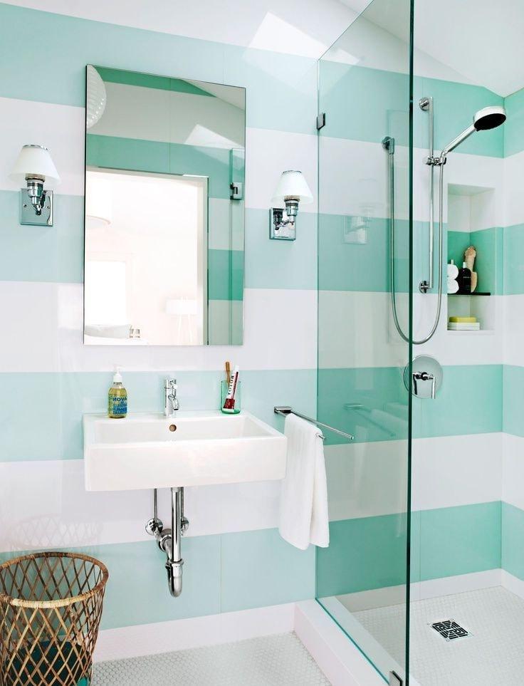 Чтобы дизайн интерьера ванной комнаты был расслабляющим, очень важно правильно подобрать к нему светильники