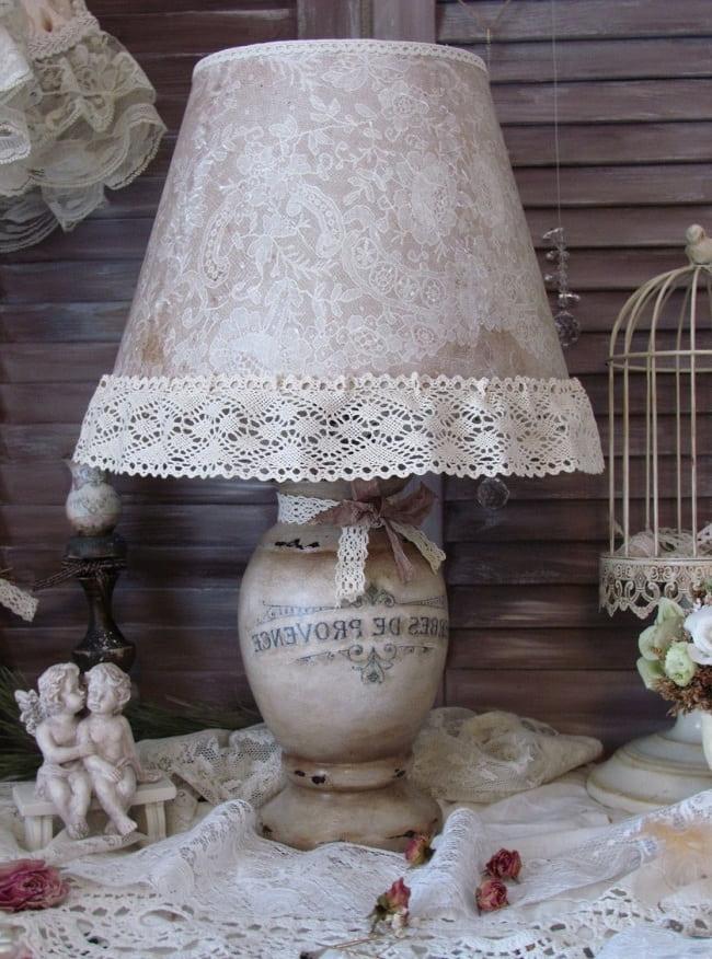 Такой светильник органично впишется в интерьер стиля прованс или шебби