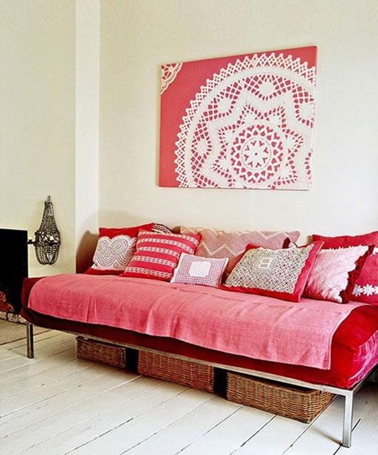 Красный и белый цвет отлично сочетаются между собой, прекрасно дополняя друг друга в живописных композициях