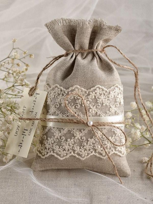 Немного фантазии и обычная мешковина превращается в красивый и полезный декор