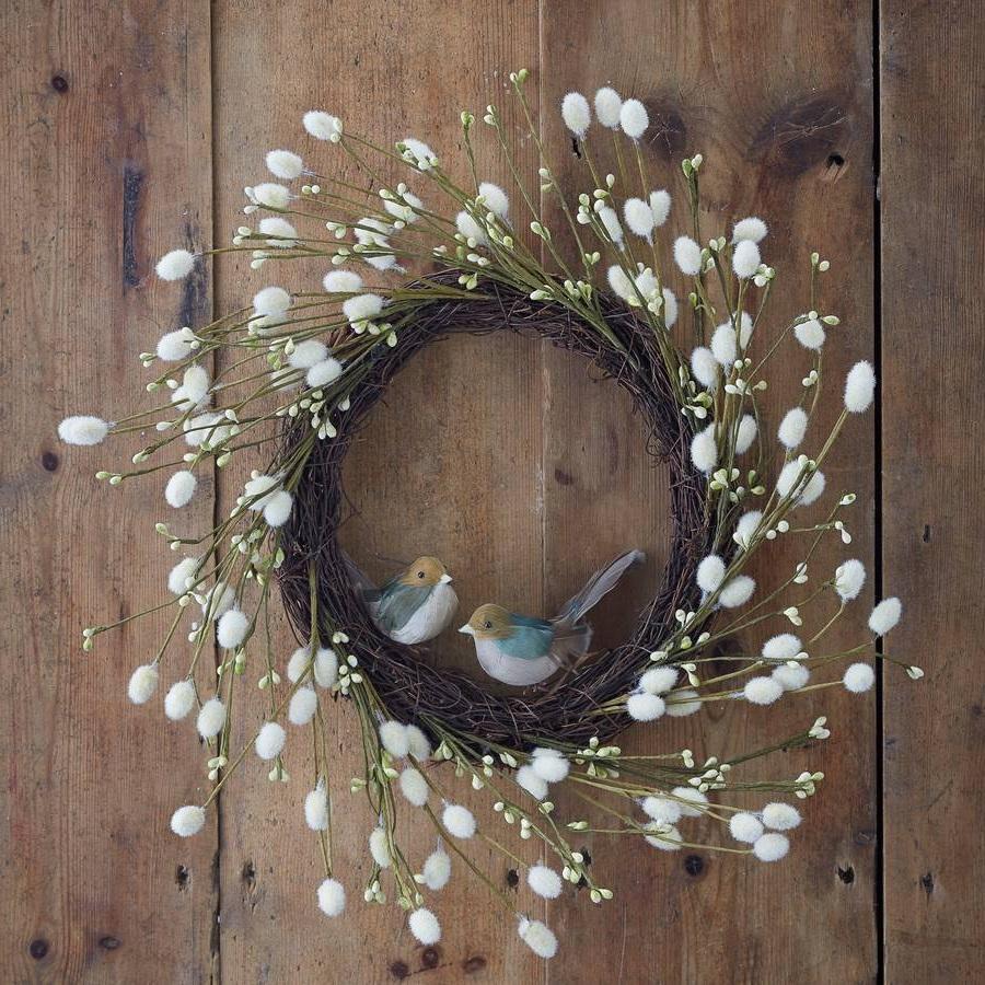 Декоративный венок из веток ивы