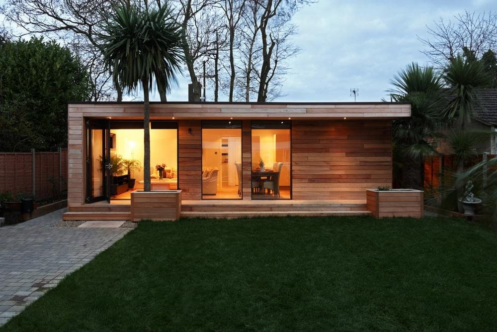Простой и красивый деревянный домикв стиле хай тек