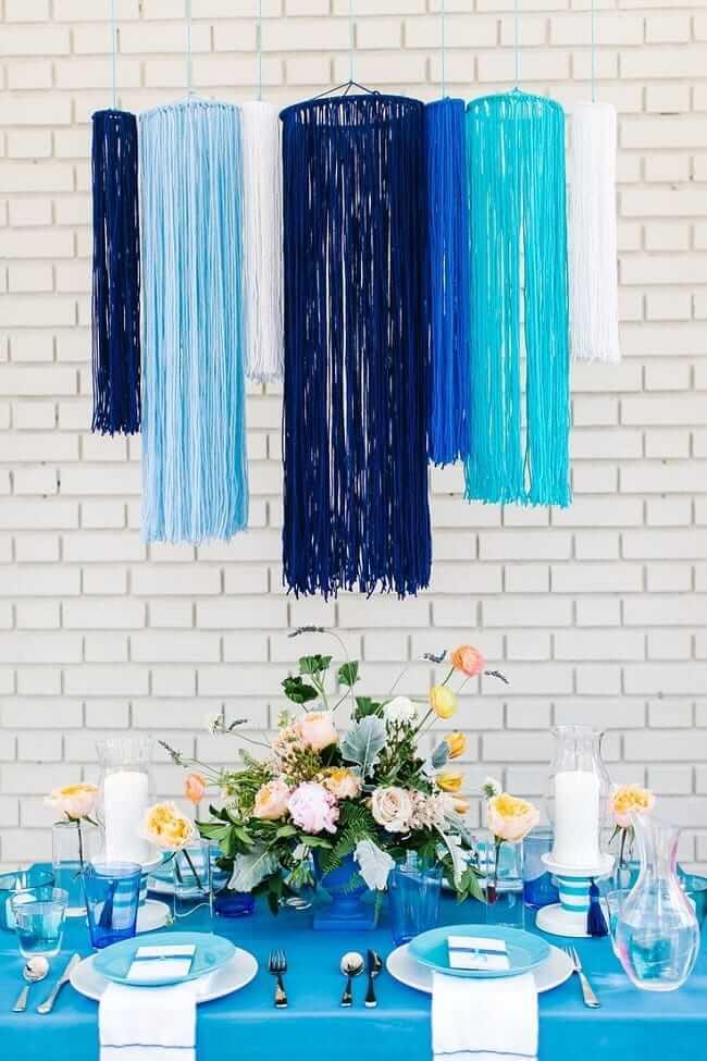 Декоративная люстра из пряжи добавит интерьеру легкости и невесомости