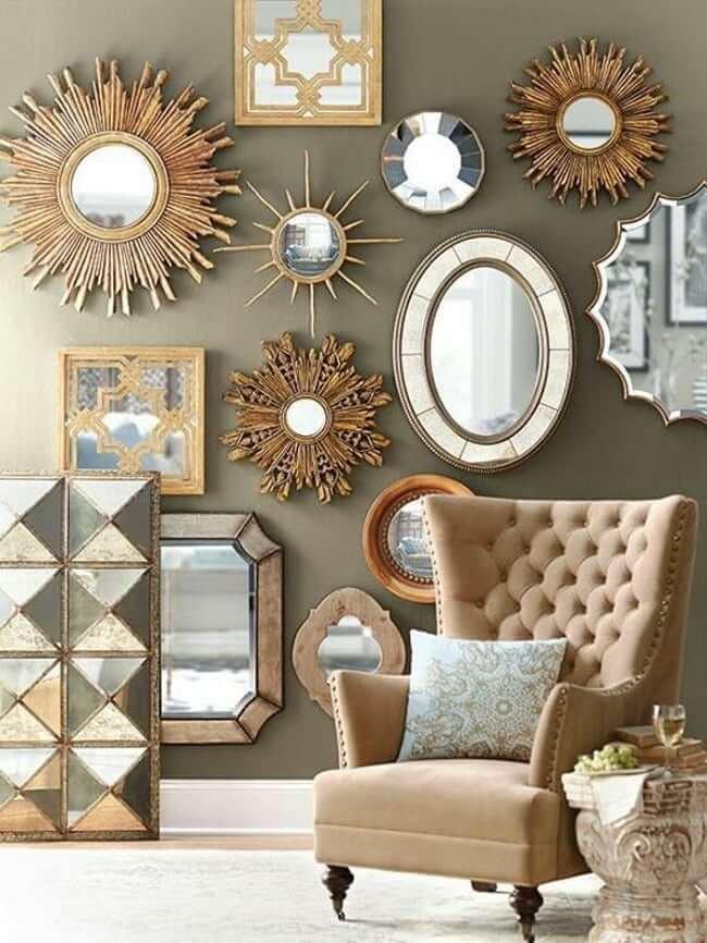 Настенные зеркала в различных исполнениях