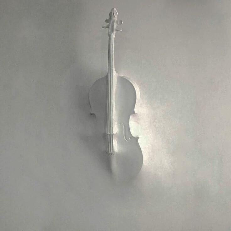 Объемное 3D изображение музыкальной скрипки, которую осталось красиво обыграть рисунком