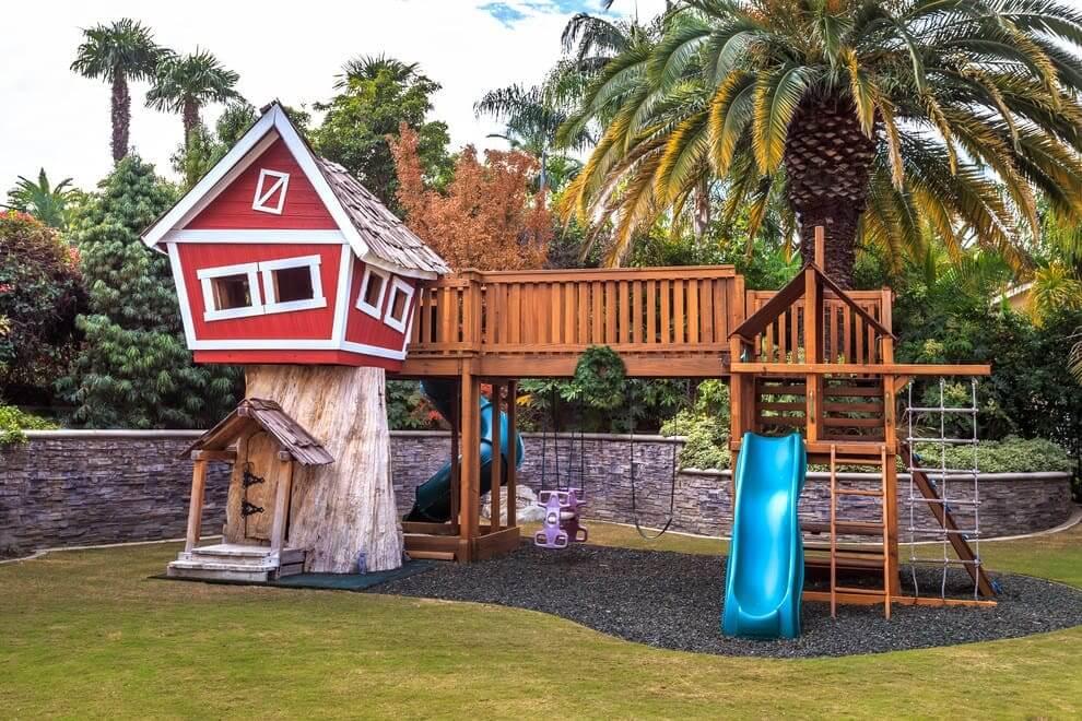 Иметь свой домик на дереве - мечта любого ребенка
