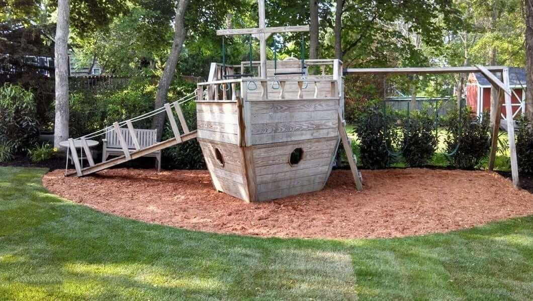 Детский корабль изготовленный из подручных средств