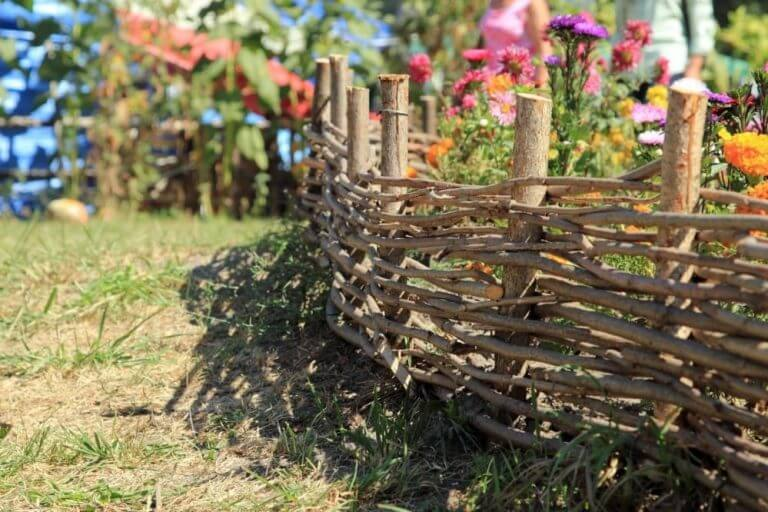 Деревенская изгородь своими руками 45