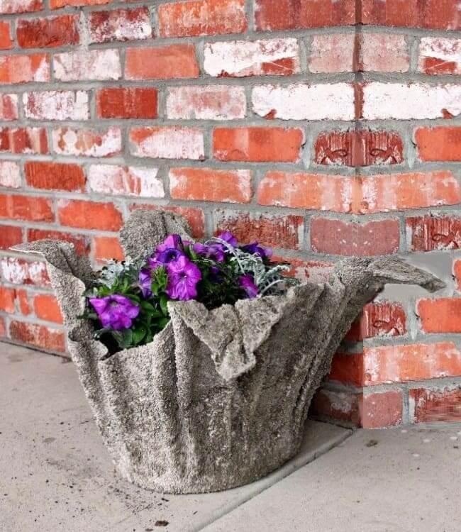 Уличный вазон для цветов изготовленный из подручных средств