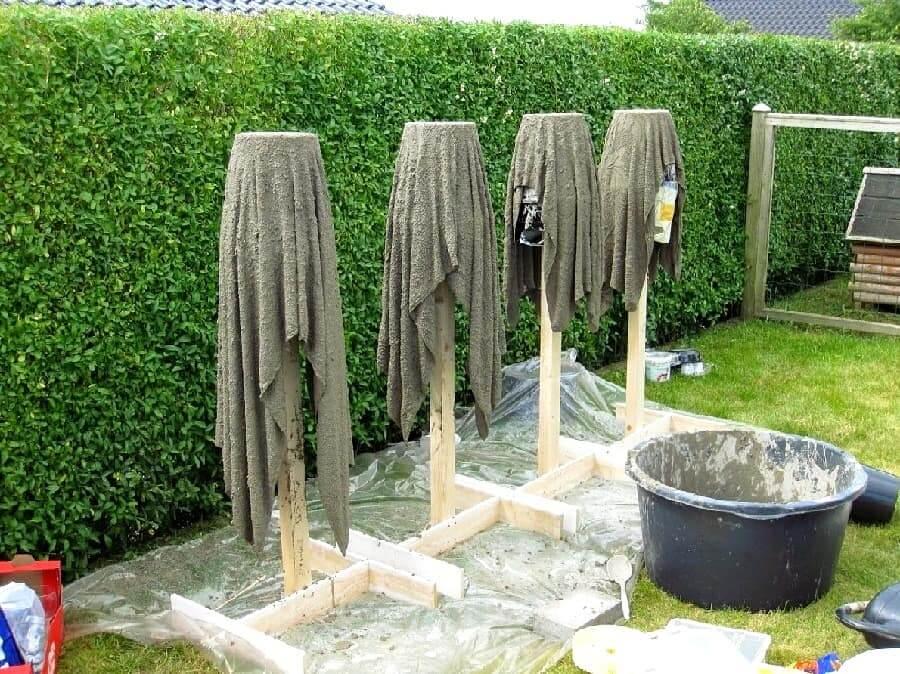 Процесс изготовления кашпо из мешковины пропитанной цементным раствором