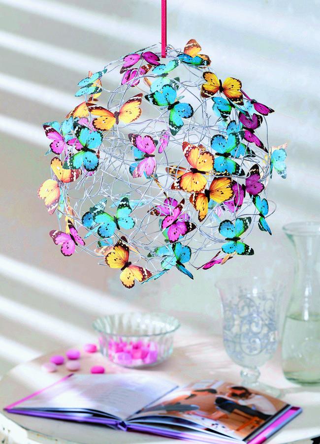 Эффектный абажур из мягкой проволоки и декора