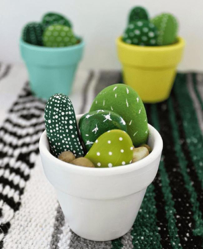 Декоративные кактусы из обычных камней