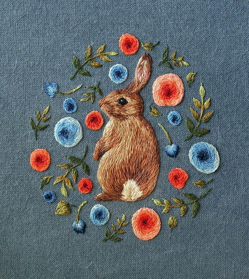 Для вышивки объемных рисунков рекомендуется использовать толстую нить
