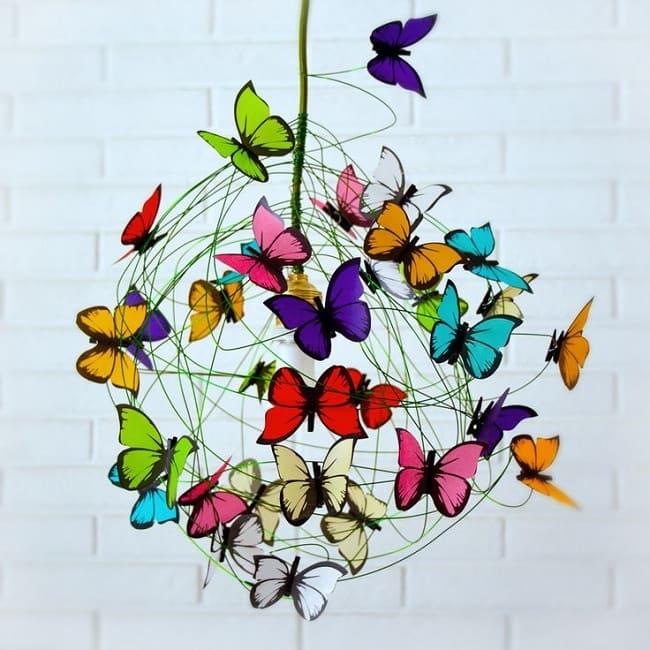 Светильник украшенный цветными бабочками обеспечит вам хорошее настроение