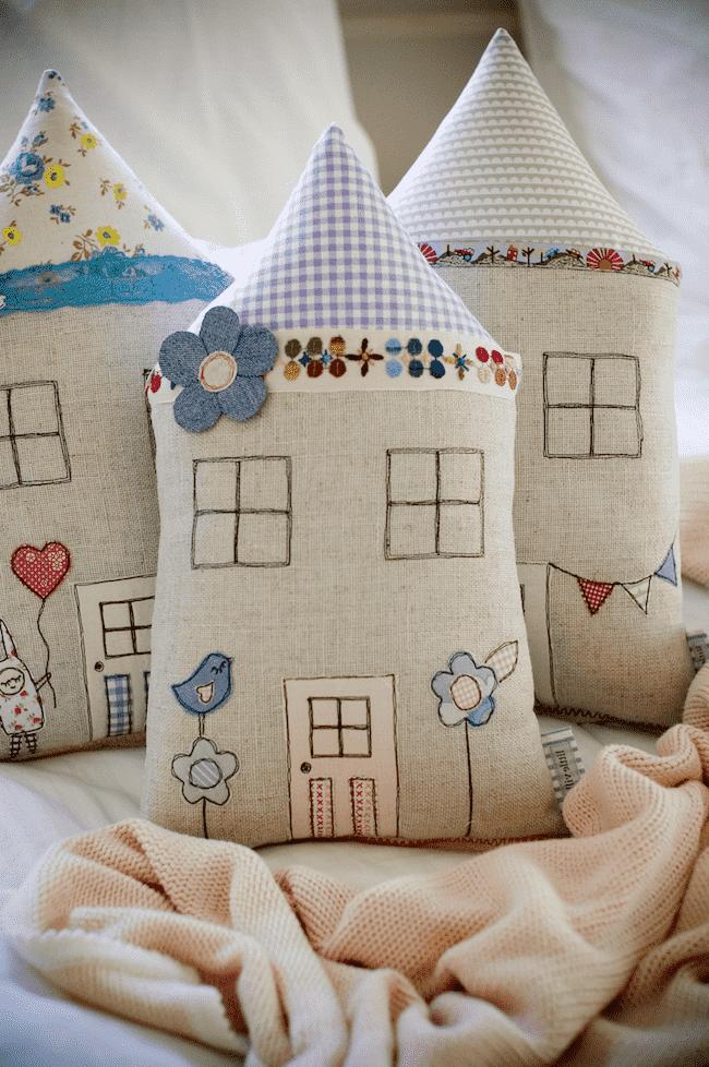 Вышивка на декоративных подушечках