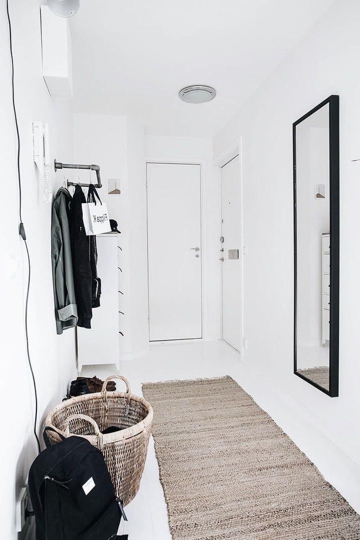 Простая и уютная прихожая в скандинавском стиле