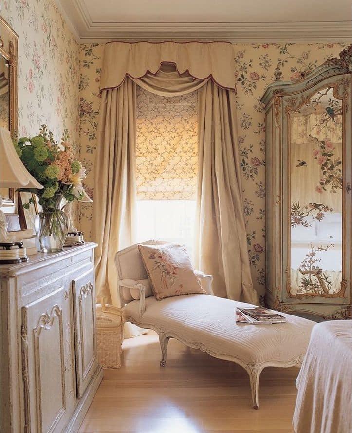 Приятная цветовая палитра интерьера спальни в стиле прованс
