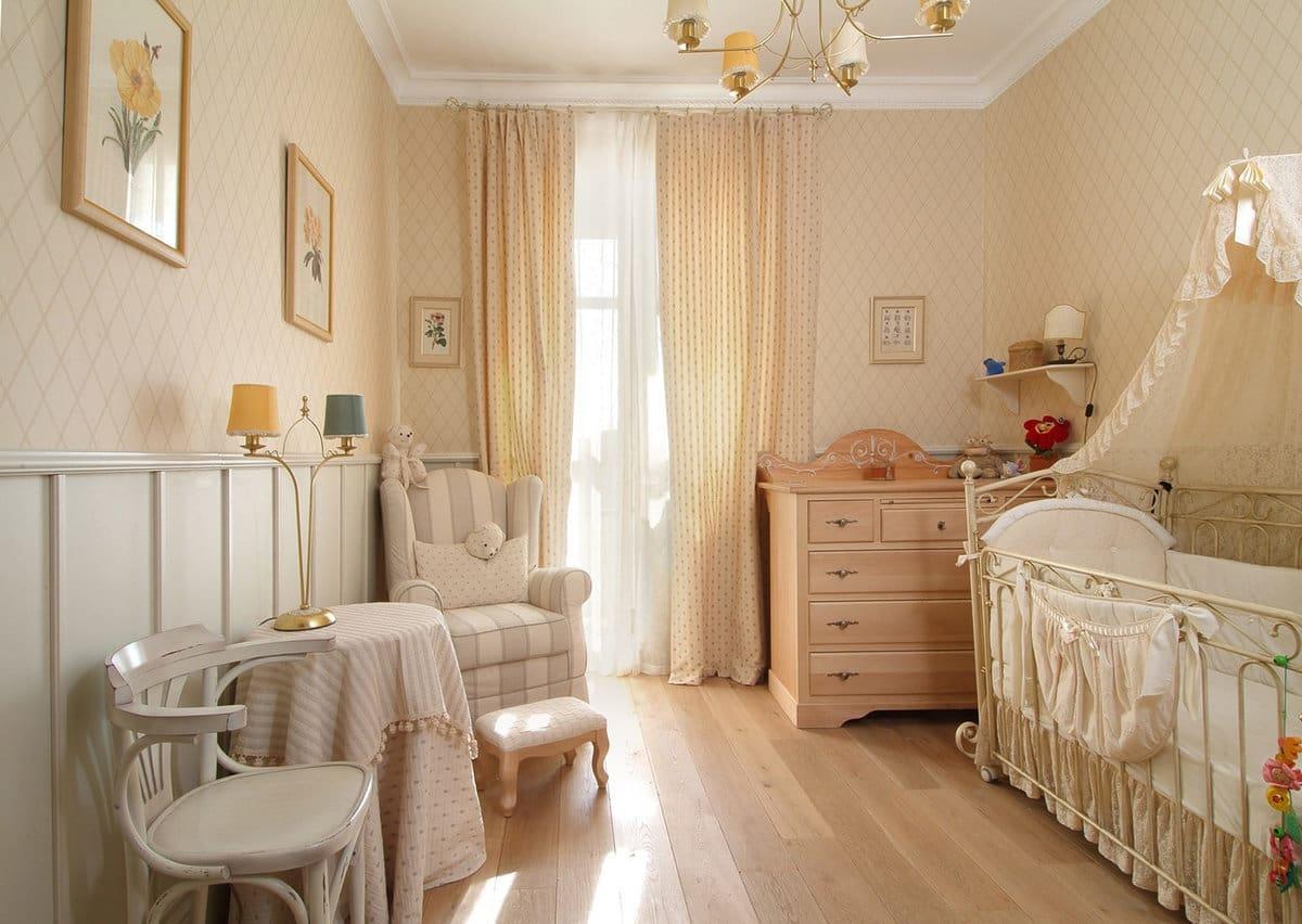Идеальный контраст белого и бежевого цвета в интерьере детской комнаты