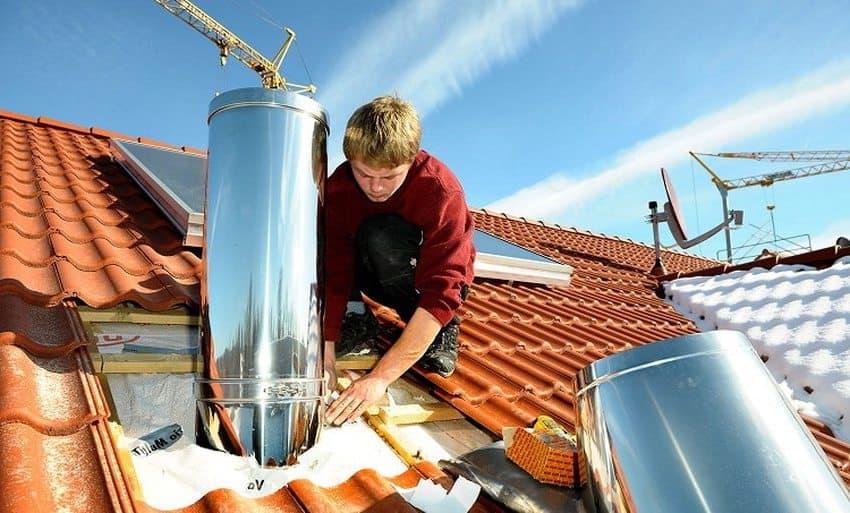 Установка дымохода круглого сечения потребует дополнительных затрат, так как его правильная организация нуждается в дополнительных комплектующих