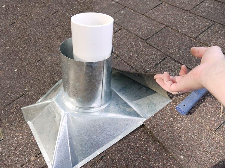 Герметизация стыка с помощью готового фартука-колпака, сделанного из нержавеющего металла