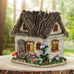 миниатюрный домик из веток
