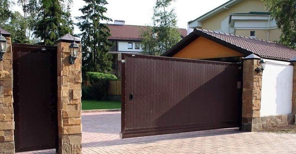 Специалисты не рекомендуют делать одностворчатые раздвижные ворота проем которых составляет больше 4-х метров