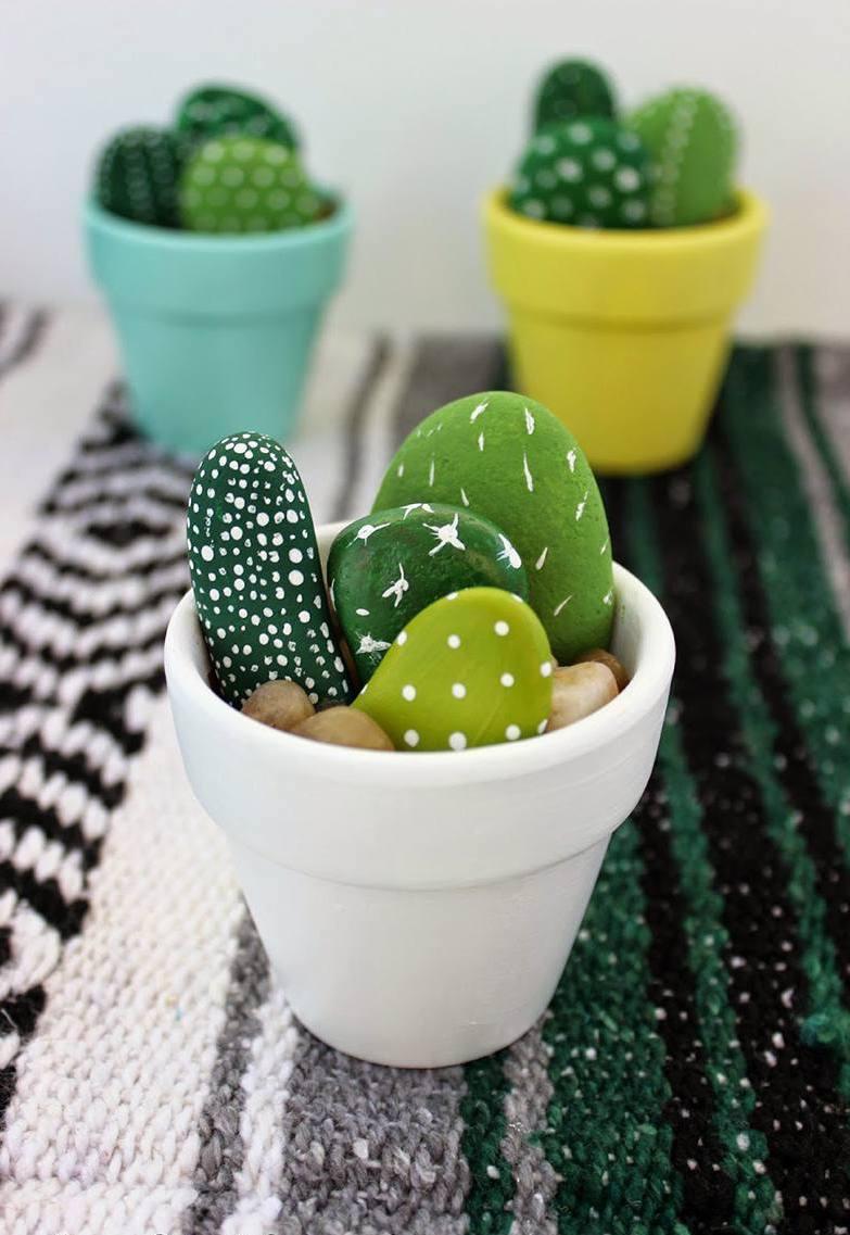 Забавные кактусы сделанные из обычных камней