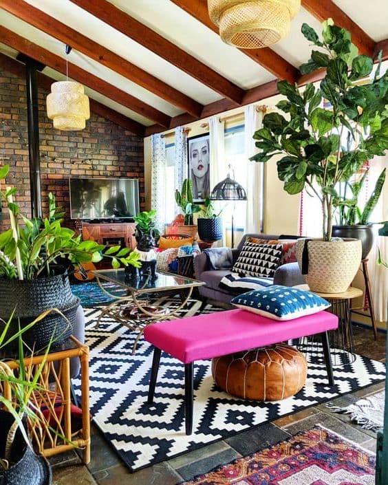 Яркий и выразительный интерьер гостиной в стиле поп-арт