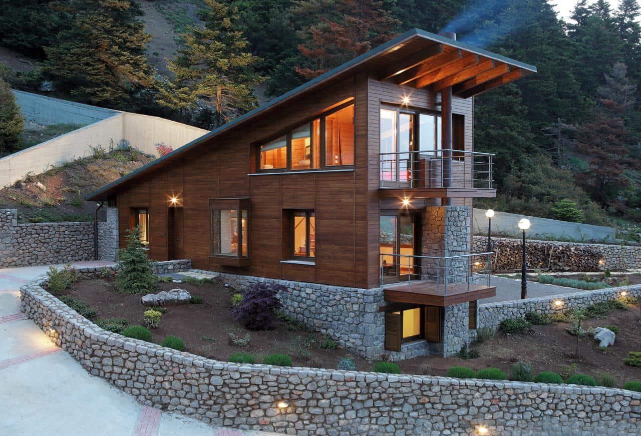 Уютный деревянный дом с односкатной крышей