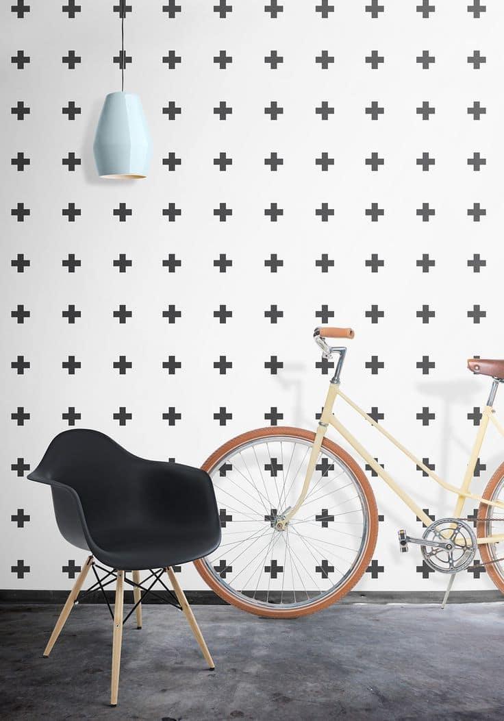 Черно-белые виниловые обои смотрятся достаточно стильно и легко сочетаются с большинством предметов в интерьере