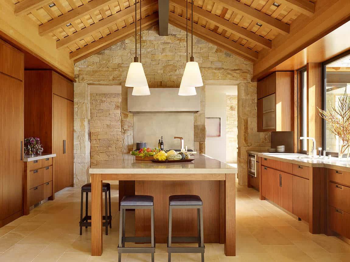 Кухня в теплых бежевых оттенках