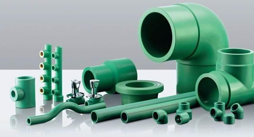Трубы из термопластов имеют высокий показатель теплового расширения, поэтому производители не рекомендуют использовать их при температуре теплоносителя больше 95°С