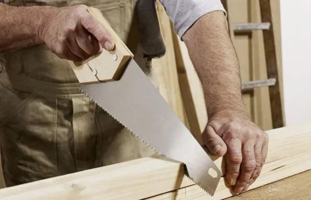 """Для комфортной работы все пилы """"Дельта"""" оснащены удобной рукояткой, которая хорошо лежит в руке"""