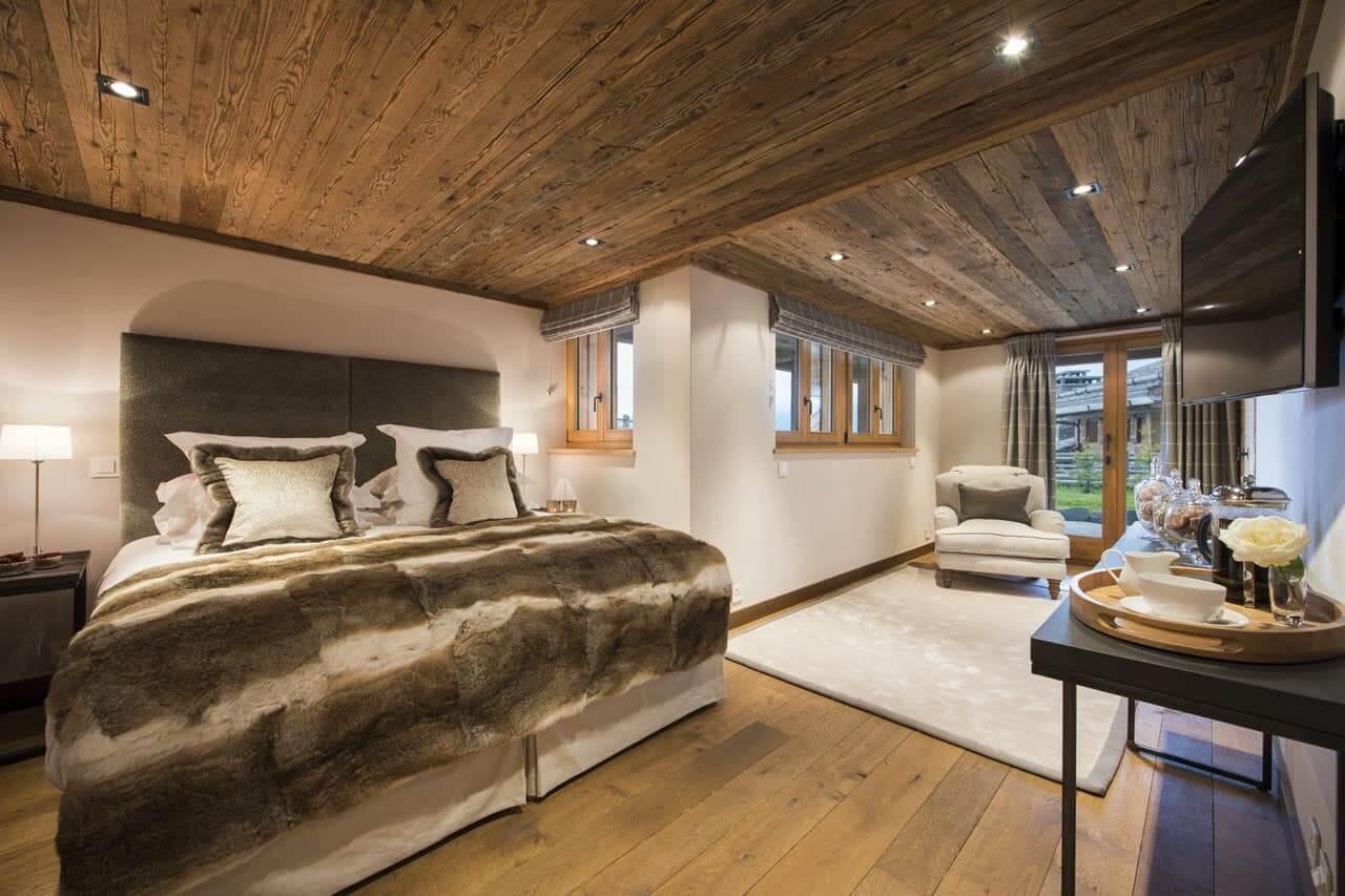 Правильный выбор материалов играет важную роль в оформлении интерьера спальни