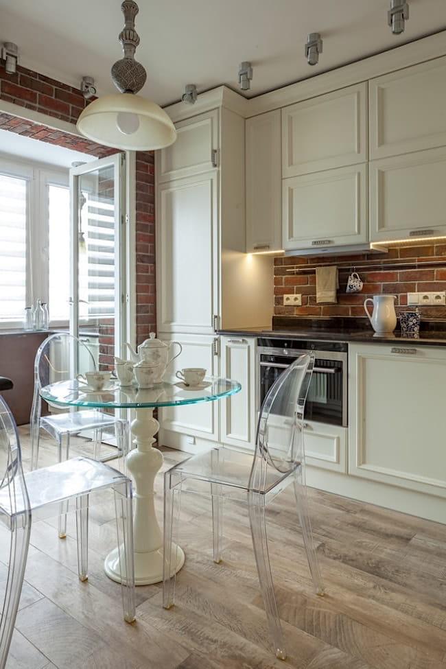 Демонтаж перегородки между кухней и балконом - отличное решение по увеличению пространства