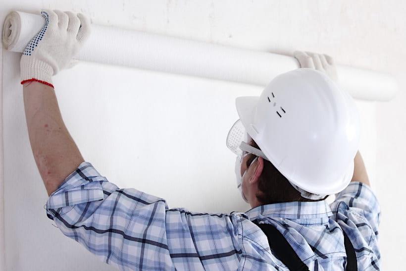 Вызов мастера оказывающего услуги по поклейке стен - это гарантия идеально ровных стен без видимых стыков и швов