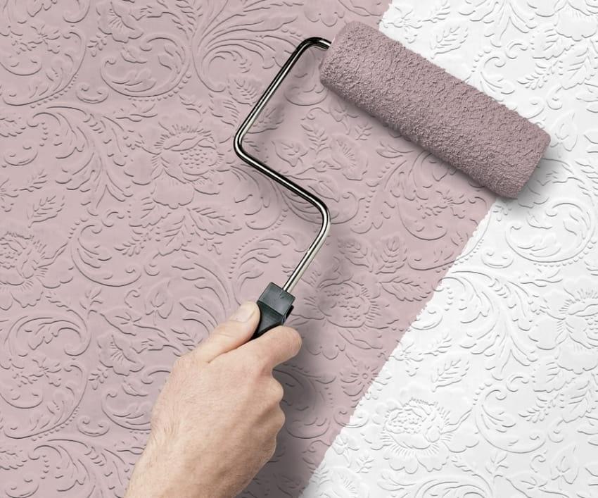 Фактурные обои пользуются большой популярностью для внутренней отделки стен жилых помещений