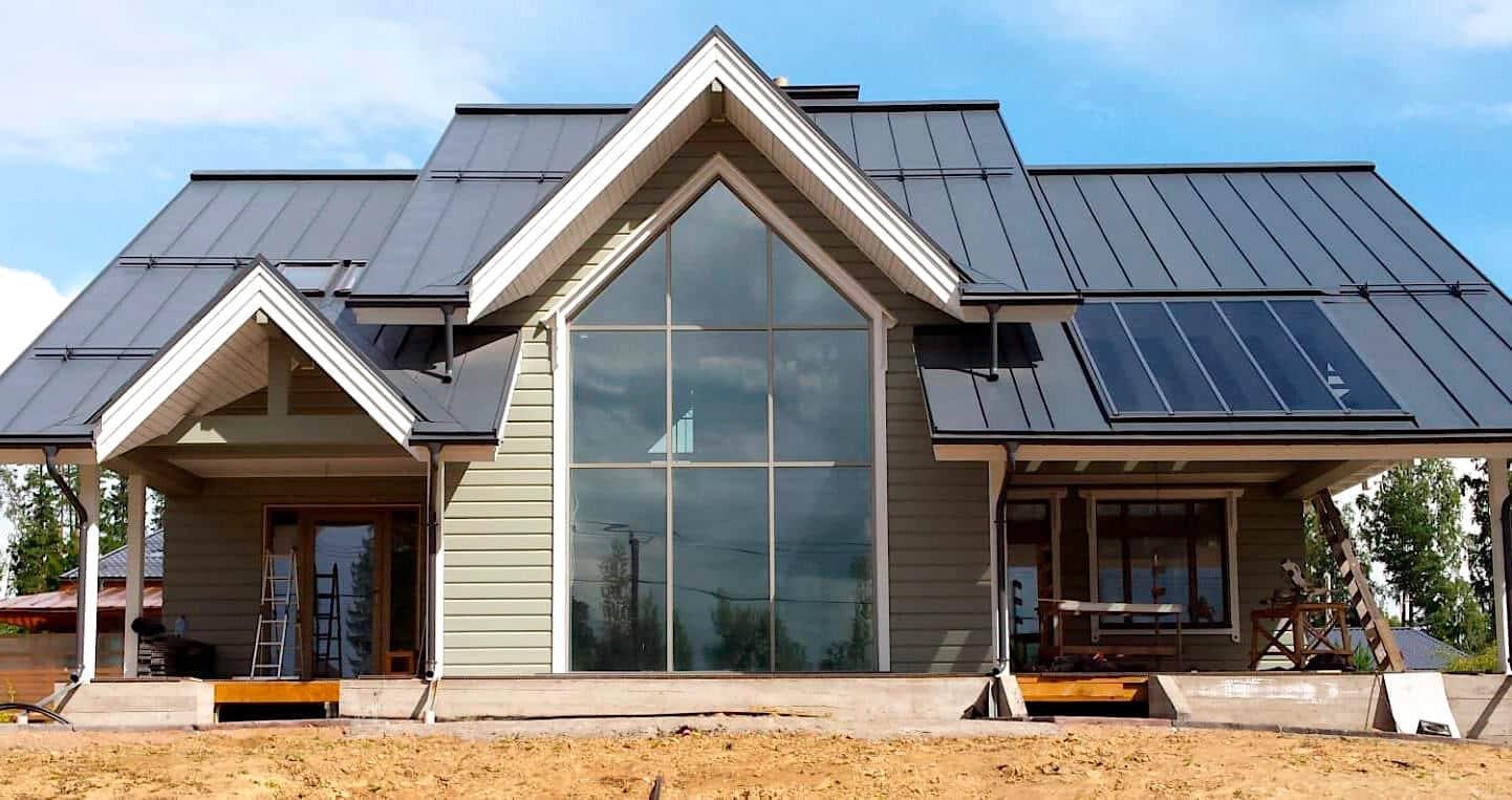 Благодаря волнистой форме фальцевой кровли - крыша вашего дома всегда будет отличаться своим неповторимым дизайном