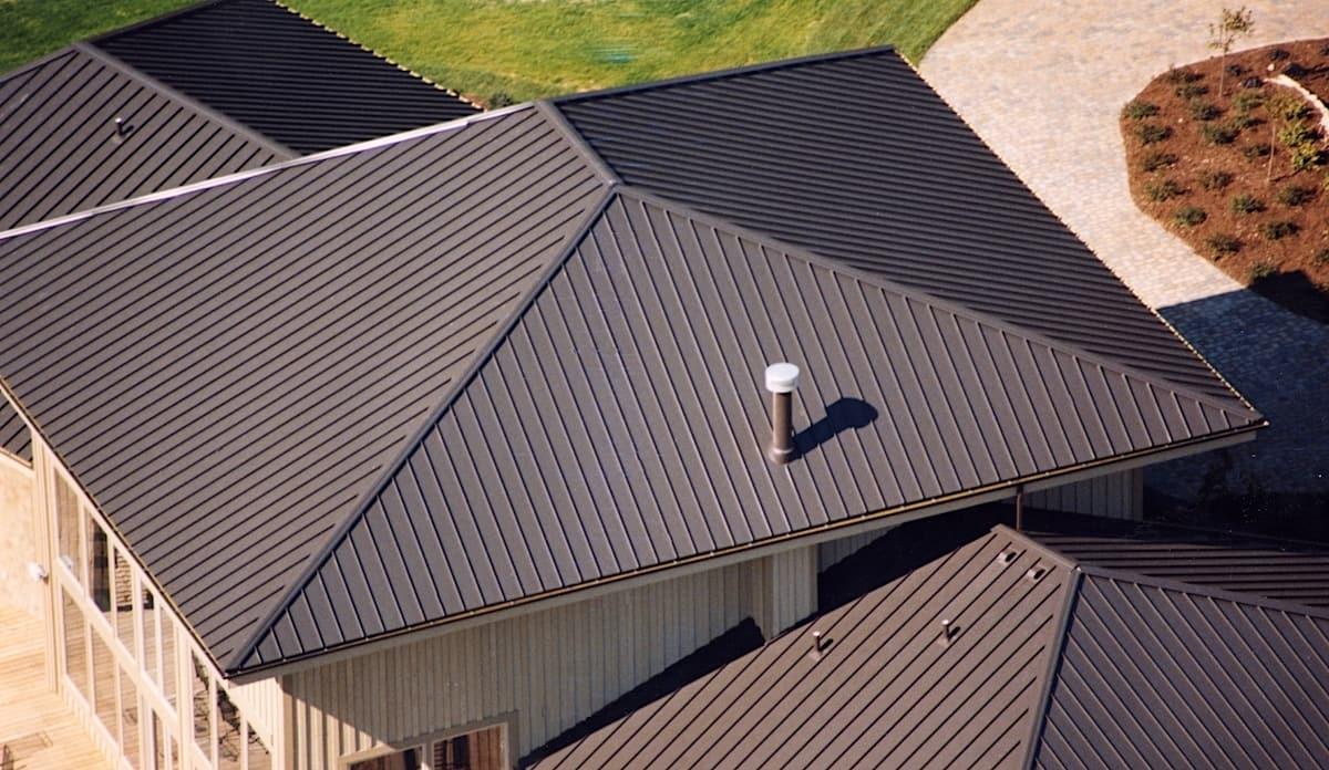 Крыша из фальца выглядит очень изыскано и благородно
