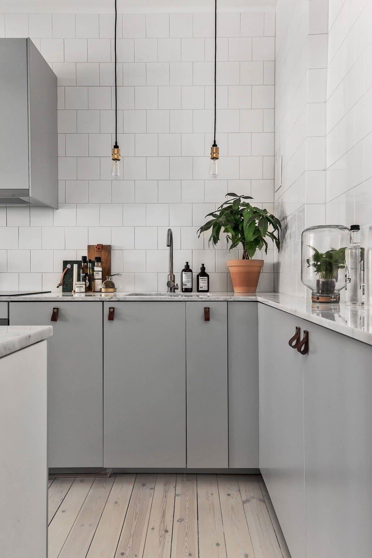 Скандинавская концепция светло-серого интерьера придётся по вкусу ценителям оригинального стиля, скромности и рационализма