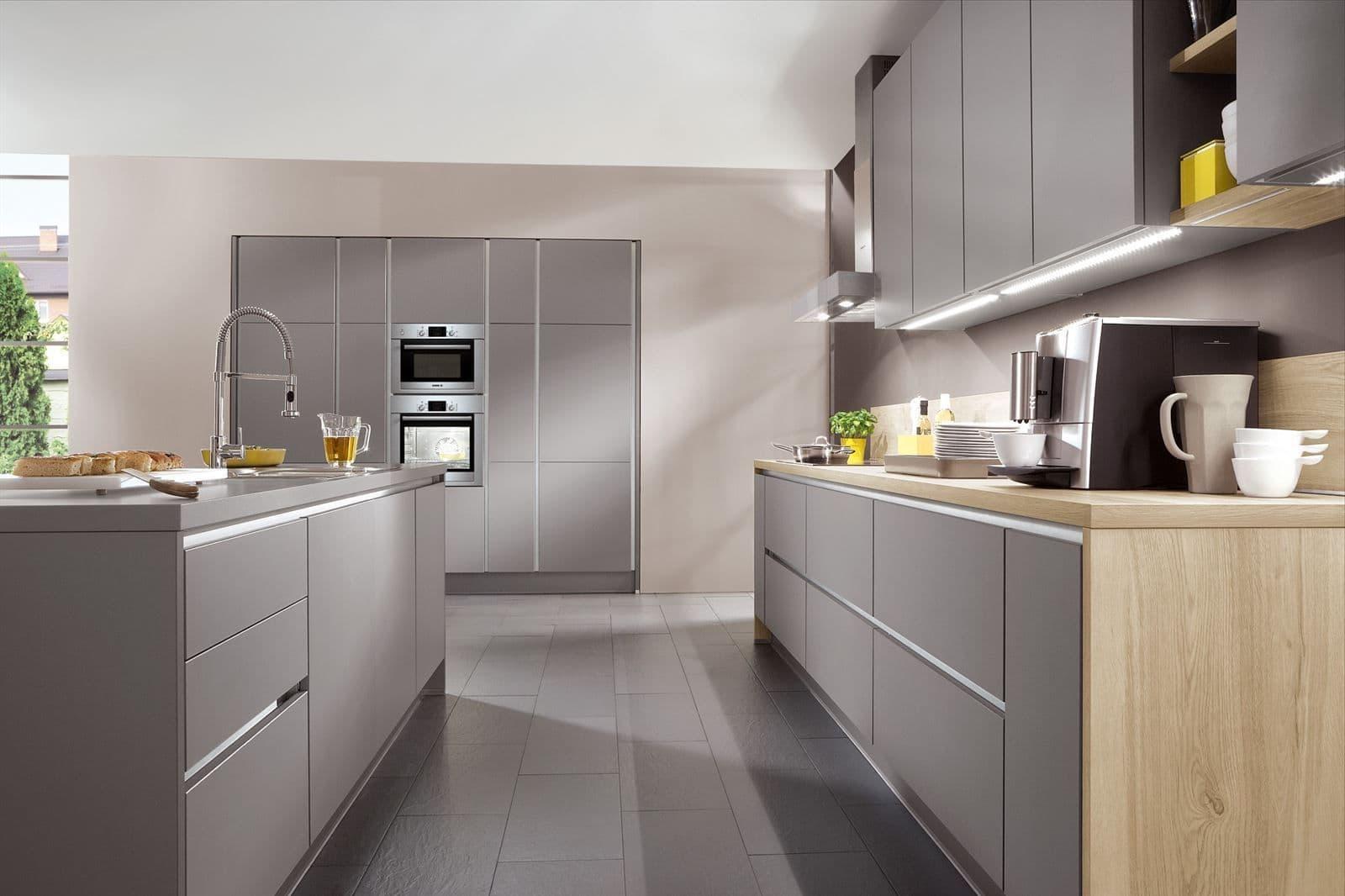 Красивая серая кухня в современном стиле