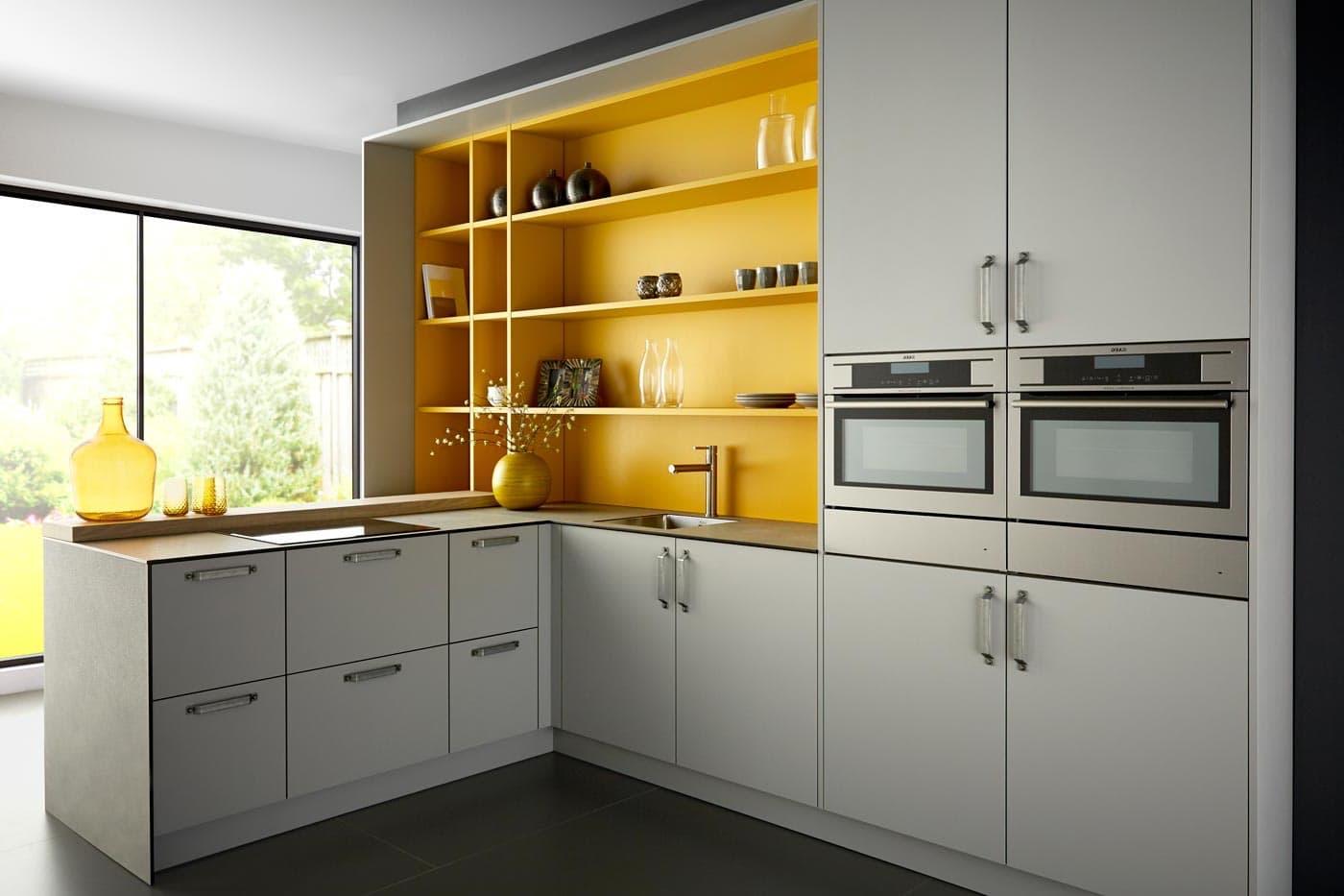 В оформлении интерьера кухни, трудно представить более удачный и взаимовыгодный симбиоз, чем сочетание серого и желтого цвета