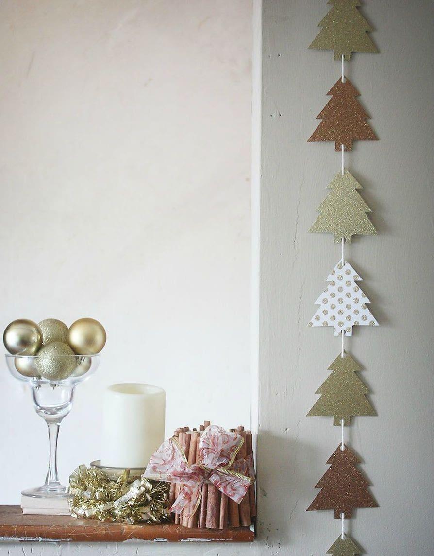Вариант, как можно украсить стену с помощью бумажной гирлянды