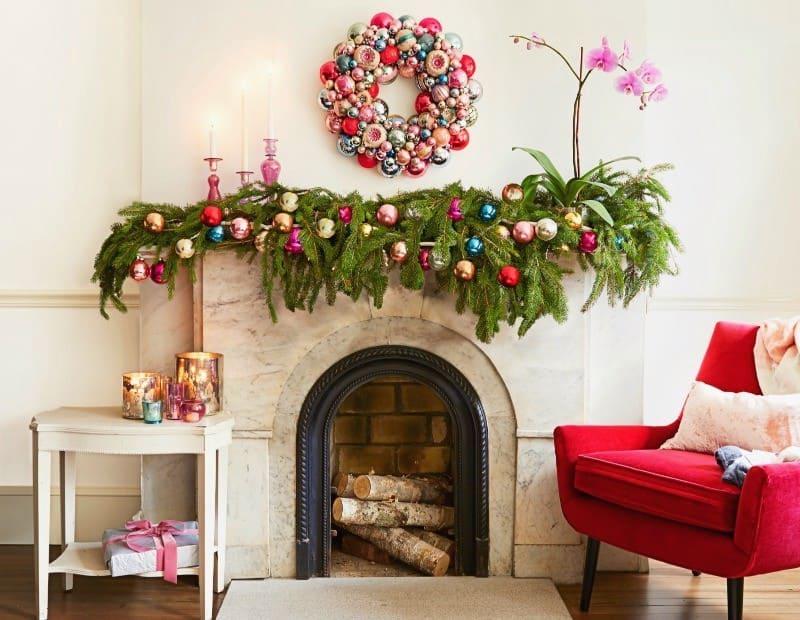 Создавая новогодний декор для дома важно помнить, что в готовом виде он должен идеально вписываться в общую стилистику интерьера