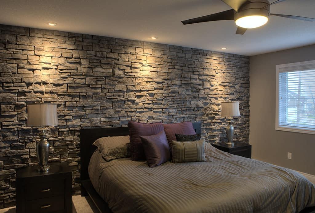 Модный и практичный интерьер спальни в строгом лаконичном исполнении