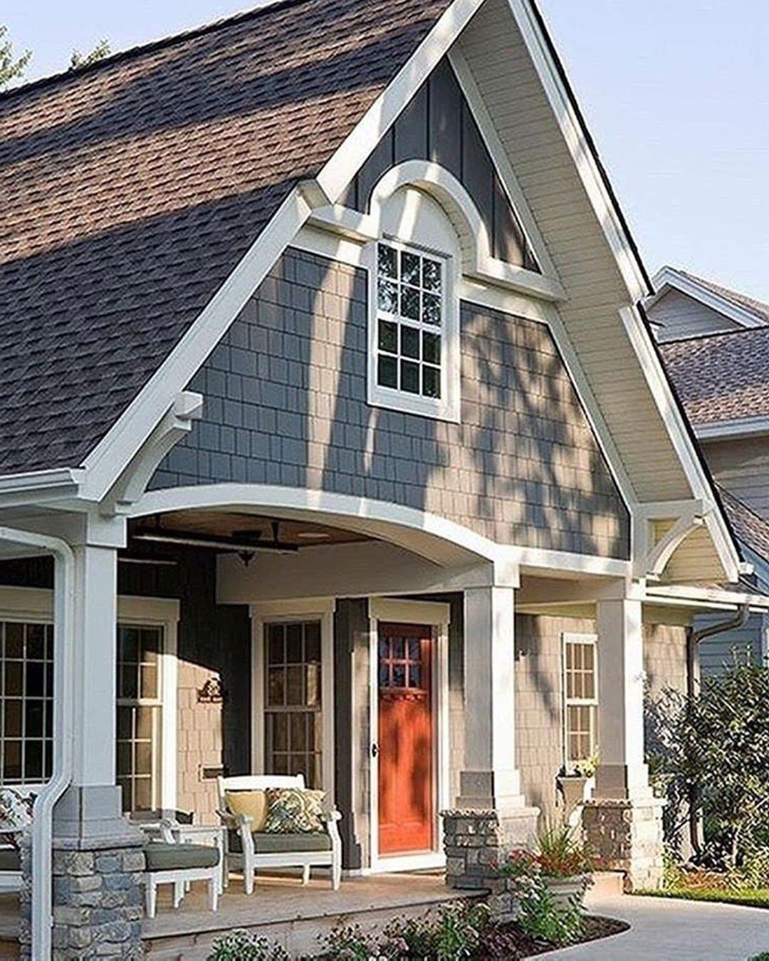 Классический частный скандинавский дом с двухскатной крышей